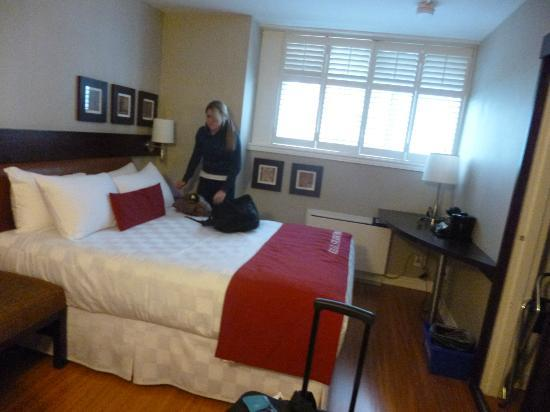 The Strathcona Hotel: Small, but functional room