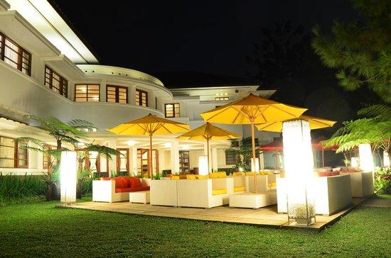Bumi Bandhawa Hotel : Seating spot everywhere...love it