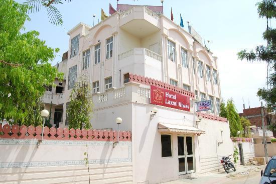 Hotel Laxmi Niwas: Hotel Exterior