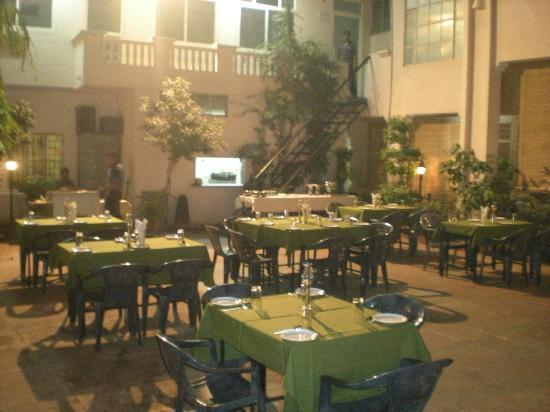 Hotel Laxmi Niwas: Open Resturant