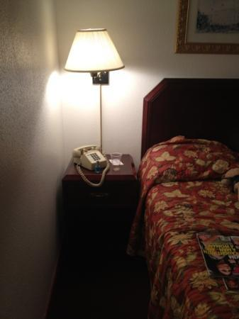 Rodeway Inn University: tiny space.
