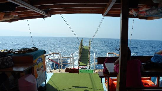 Travel Kusadasi  Tours: barcos con todas las comodidades
