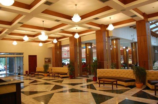Rozafa Hotel : Ground floor with recpetion and restaruatn