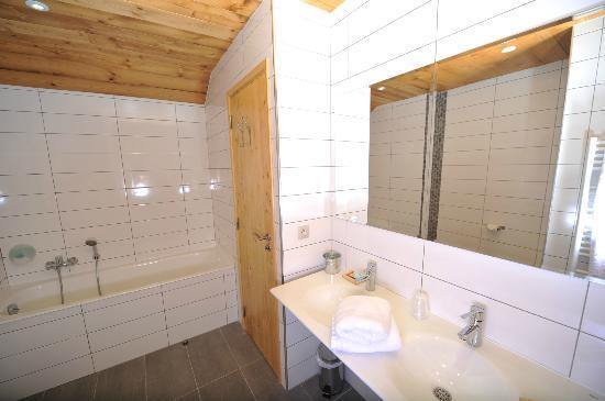 Hotel La Balme Alphand: Suite familaile Salle de bain