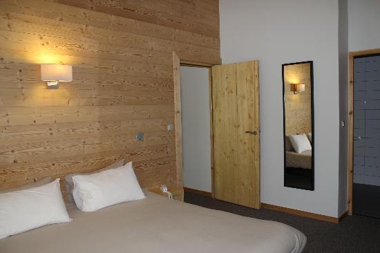 Hotel La Balme Alphand: Suite famialiale chambre parentale