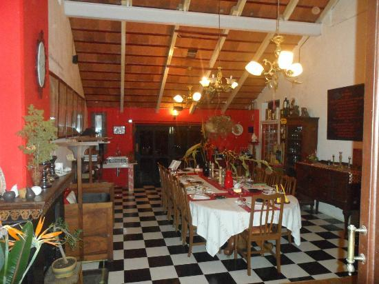 The Regent Hill Side Villa & Resort: Dining with british period cup and all