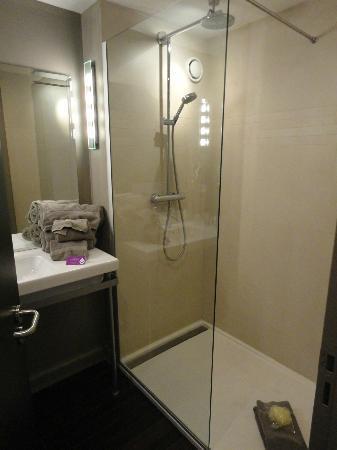 Best Western Plus Up Hotel: Huge shower