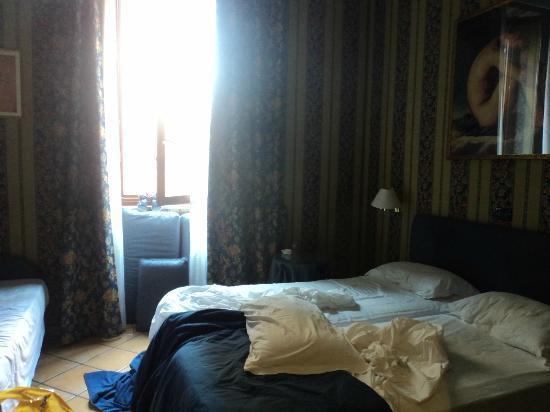 Lirico Hotel: letto