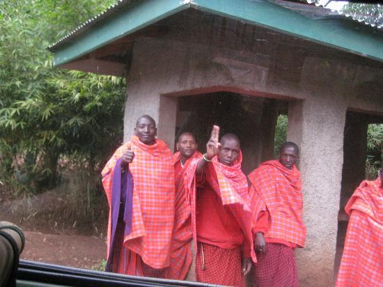 Endoro Lodge: The Masaai guards waving good-bye as we were leaving