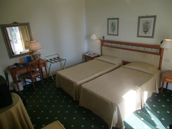 NH Caltagirone Villa San Mauro: Room