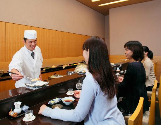 Hotel Grand Arc Hanzomon: 羽衣カウンターイメージ