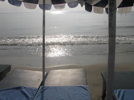 Hua Hin Blue Wave Beach Resort: stranden