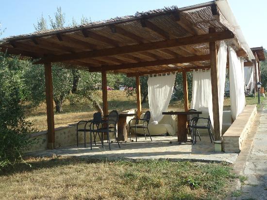 Villa Dini: Patio extérieur