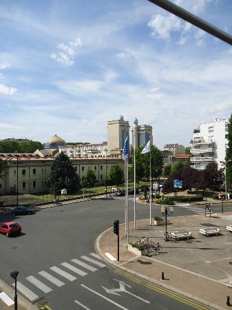 vue de l hotel ibis vichy août 2012 coté rue 2ème étage