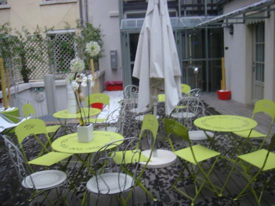 Hotel Alexandra : Terrasse devant la chambre
