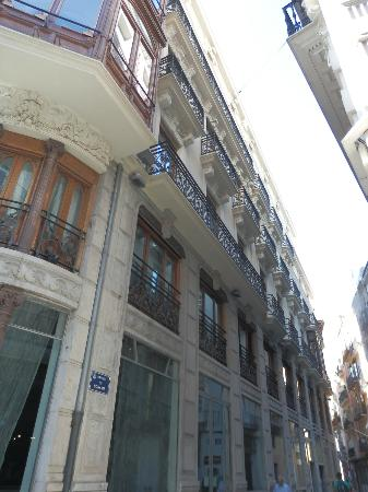 Vincci Palace Valencia: View from the street