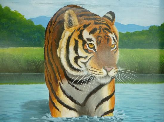 Tigerland Safari Resort: Wall painting in Round house