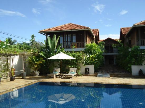Bambu Battambang Hotel: The pool
