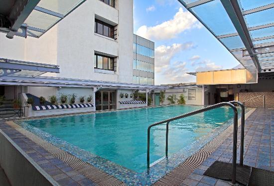 Hotel Aurora Towers: Terrace Pool