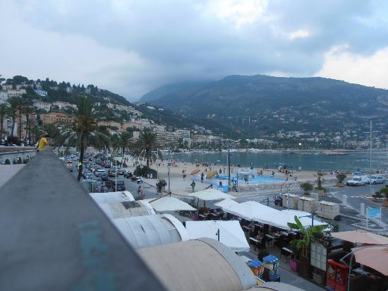 Port Public de Menton Garavan: Locali caratteristici situati nel lungomare