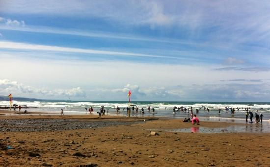 North Shore Bude Backpackers: the beach in Bude 5 mins away