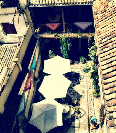 Abadia Hotel Granada: Il cortile dell'hotel