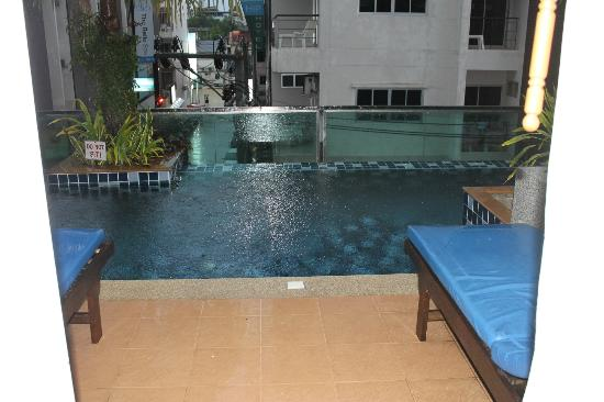 โรงแรมอันดาคิรา: poolside room