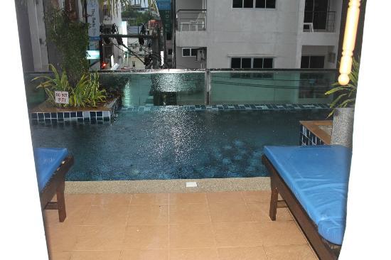 Andakira Hotel Patong: poolside room