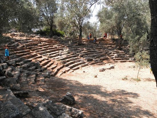 Cleopatra Island: Ampitheatre