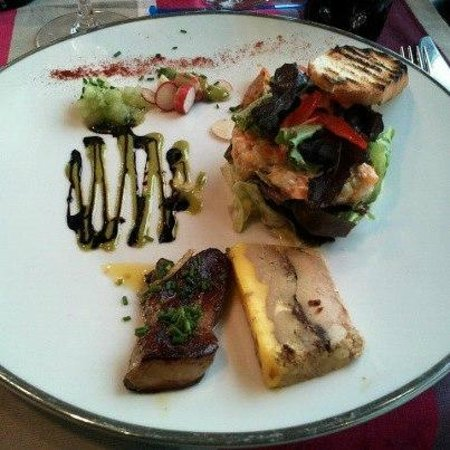 La Suite: Chaud Froid de foie gras au pain d'épices rôti à la ciboulette.