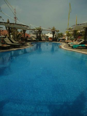Hotel de Ville Siem Reap Boutique: Swimming pool