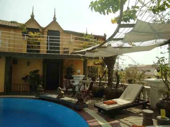 Terrasse des Elephants: View of rooftop deluxe room
