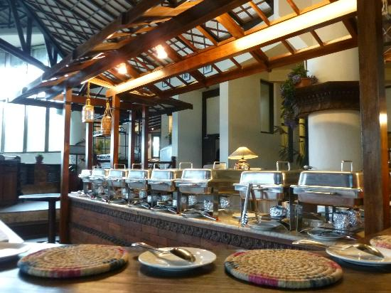Club Himalaya Resort: Self-service dining