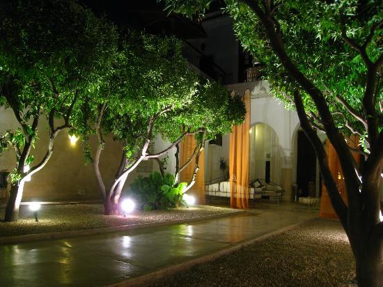 Riad Charai: patio