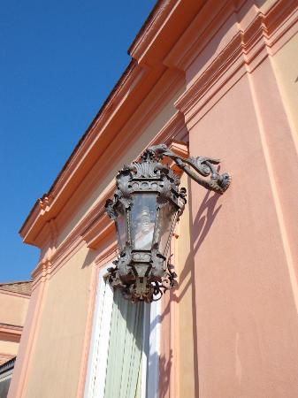 Villa Signorini Events & Hotel: Un particolare delle lampade del primo piano