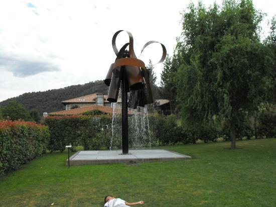 Fuente En El Jardin Picture Of Restaurante Arcos De Quejana - Arcos-de-jardin
