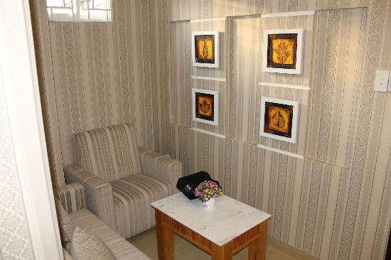 Silverland Hotel & Spa: room sitting area