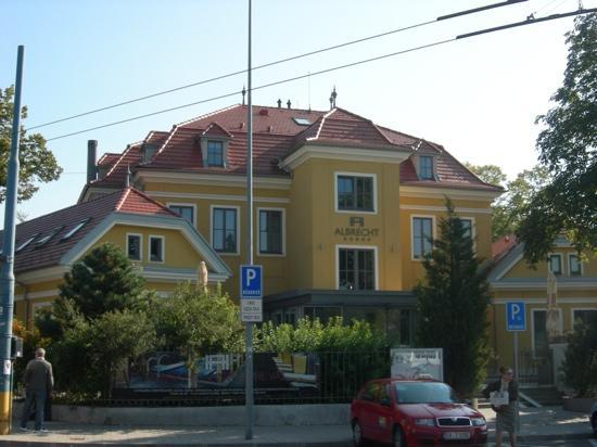 Hotel Albrecht: front of hotel