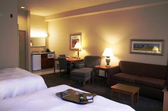 Hampton Inn & Suites Ontario: Suite