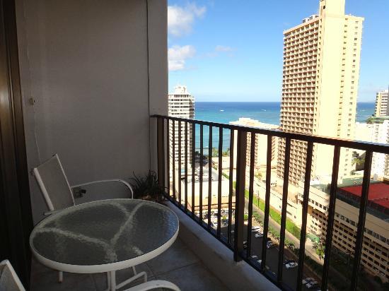 Aston at the Waikiki Banyan : 部屋からのながめ