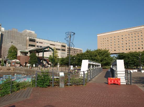 Kishamichi Promenade: 臨港鉄道の鉄橋が今も残る散策路です