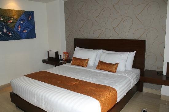 Sense Hotel Seminyak: bed