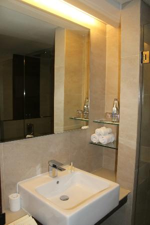 Sense Hotel Seminyak: part of bathroom