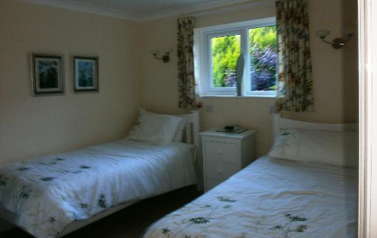 Primrose Cottage Bed & Breakfast: The en-suite room.