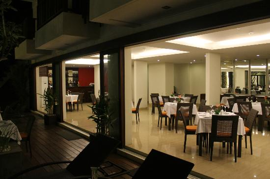 Sense Hotel Seminyak: Dining and bar