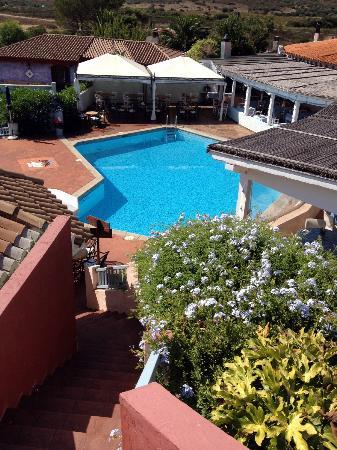Hotel Stefania Boutique Hotel by the Beach : piscina e ristorante da NINO'S