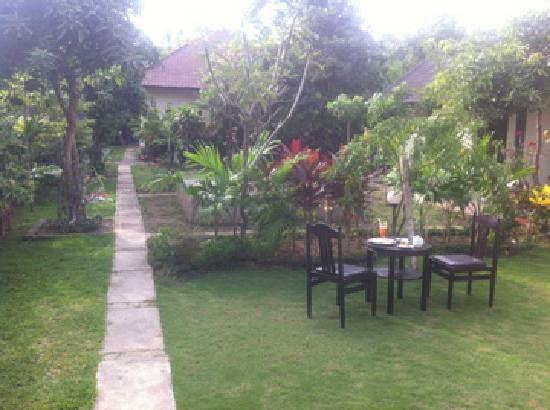 Giri Sari Home Stay: getlstd_property_photo
