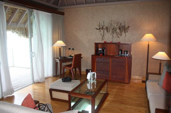 InterContinental Bora Bora Resort & Thalasso Spa: il salottino della camera