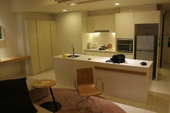 PARKROYAL Serviced Suites Kuala Lumpur: kitchen