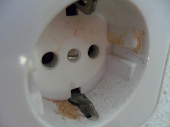 Hotel Antares: Hasta el enchufe sucio...